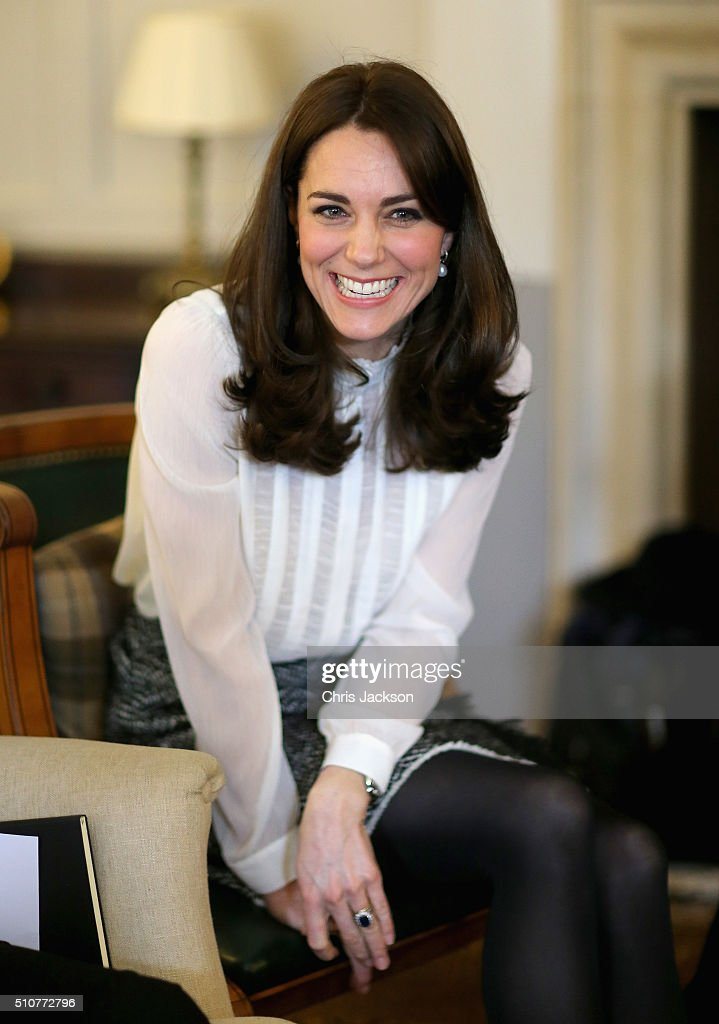 <a gi-track='captionPersonalityLinkClicked' href=/galleries/search?phrase=Catherine+-+Herzogin+von+Cambridge&family=editorial&specificpeople=542588 ng-click='$event.stopPropagation()'>Catherine</a>, Duchess of Cambridge talks to children from the 'Real Truth' video blog that features on the Huffington Post website at Kensington Palace on February 17, 2016 in London, England. The Duchess of Cambridge is supporting the launch of the Huffington Post UK's initiative 'Young Minds Matter' by guest editing the Huffington Post UK today from Kensington Palace.