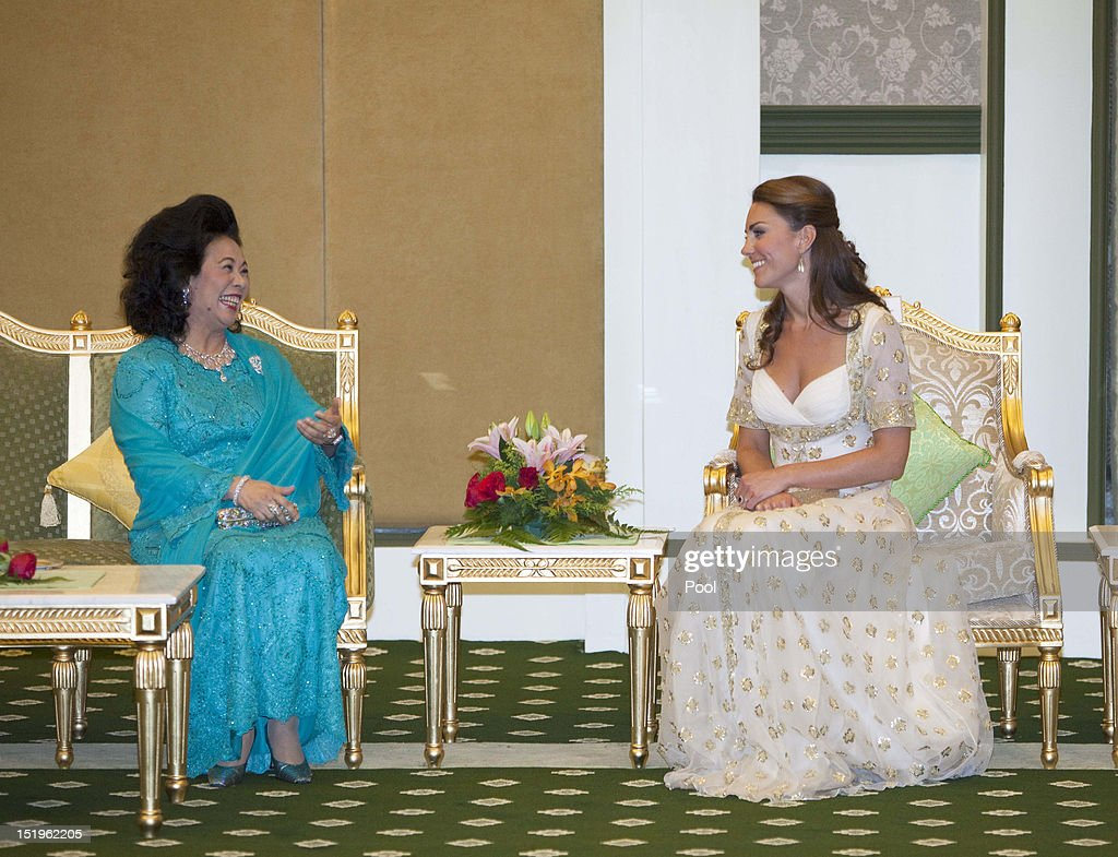 Catherine, Duchess of Cambridge (R) talks to Sultanah Tuanku Haminah binti Hamidun the Raja Permaisuri Agong of Malaysia during an official dinner hosted by Malaysia's Head of State Sultan Abdul Halim Mu'adzam Shah of Kedah on Day 3 of Prince William, Duke of Cambridge and Catherine, Duchess of Cambridge's Diamond Jubilee Tour of South East Asia at the Istana Negara on September 13, 2012 in Kuala Lumpur, Malaysia. Prince William, Duke of Cambridge and Catherine, Duchess of Cambridge are on a Diamond Jubilee Tour of South East Asia and the South Pacific taking in Singapore, Malaysia, Solomon Islands and Tuvalu.