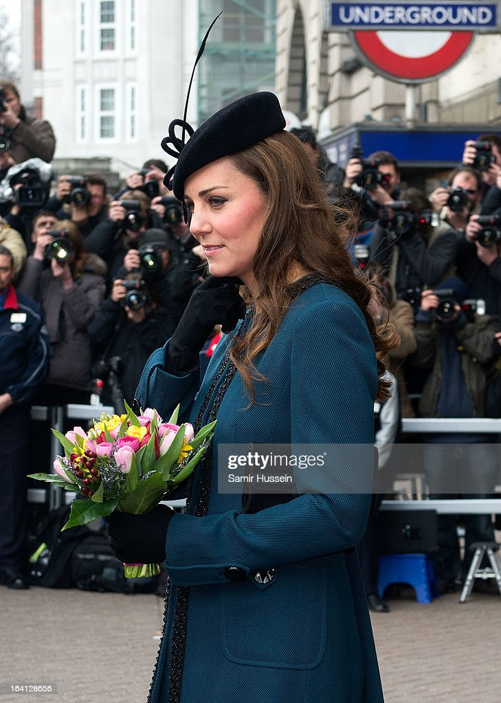 <a gi-track='captionPersonalityLinkClicked' href=/galleries/search?phrase=Catherine+-+Duquesa+de+Cambridge&family=editorial&specificpeople=542588 ng-click='$event.stopPropagation()'>Catherine</a>, Duchess of Cambridge visits Baker Street Underground Station to celebrate the Underground's 150th Birthday on March 20, 2013 in London, England.