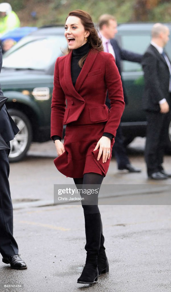 catherine-duchess-of-cambridge-visits-caerphilly-family-intervention-picture-id643741434