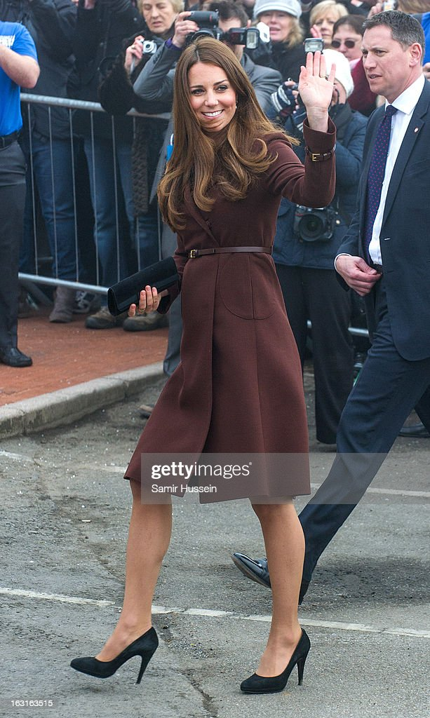 <a gi-track='captionPersonalityLinkClicked' href=/galleries/search?phrase=Catherine+-+Duchess+of+Cambridge&family=editorial&specificpeople=542588 ng-click='$event.stopPropagation()'>Catherine</a>, Duchess of Cambridge visits Havelock Academy during an official visit to Grimsby on March 5, 2013 in Grimsby, England.