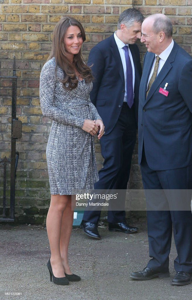 <a gi-track='captionPersonalityLinkClicked' href=/galleries/search?phrase=Catherine+-+Hertiginna+av+Cambridge&family=editorial&specificpeople=542588 ng-click='$event.stopPropagation()'>Catherine</a>, Duchess of Cambridge visits Hope House, an Action on Addiction women's treatment centre on February 19, 2013 in London, England.