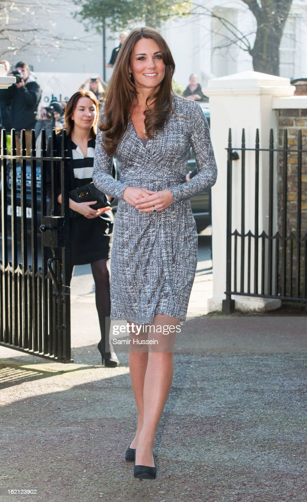 <a gi-track='captionPersonalityLinkClicked' href=/galleries/search?phrase=Catherine+-+Hertiginna+av+Cambridge&family=editorial&specificpeople=542588 ng-click='$event.stopPropagation()'>Catherine</a>, Duchess of Cambridge visits Hope House on February 19, 2013 in London, England.