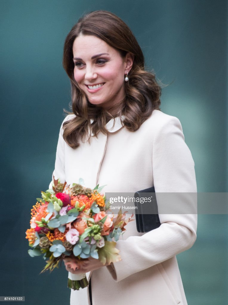 catherine-duchess-of-cambridge-visits-hornsey-road-childrens-centre-picture-id874101122