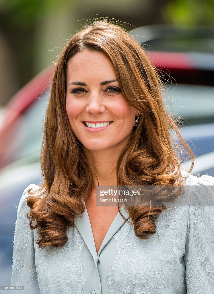 <a gi-track='captionPersonalityLinkClicked' href=/galleries/search?phrase=Catherine+-+Herzogin+von+Cambridge&family=editorial&specificpeople=542588 ng-click='$event.stopPropagation()'>Catherine</a>, Duchess of Cambridge visits Hospis Malaysia on day 3 of the Diamond Jubilee Tour of the Far East on September 13, 2012 in Kuala Lumpur, Malaysia.