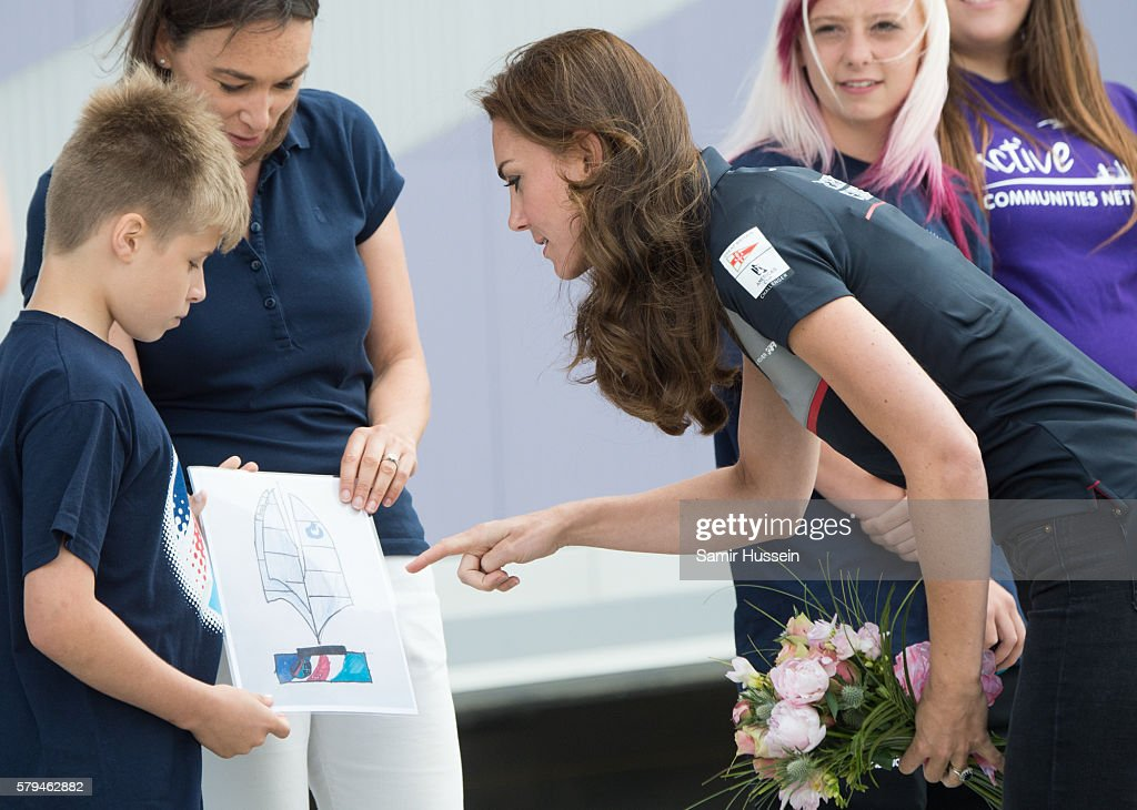 catherine-duchess-of-cambridge-visits-the-land-rover-bar-at-the-cup-picture-id579462882