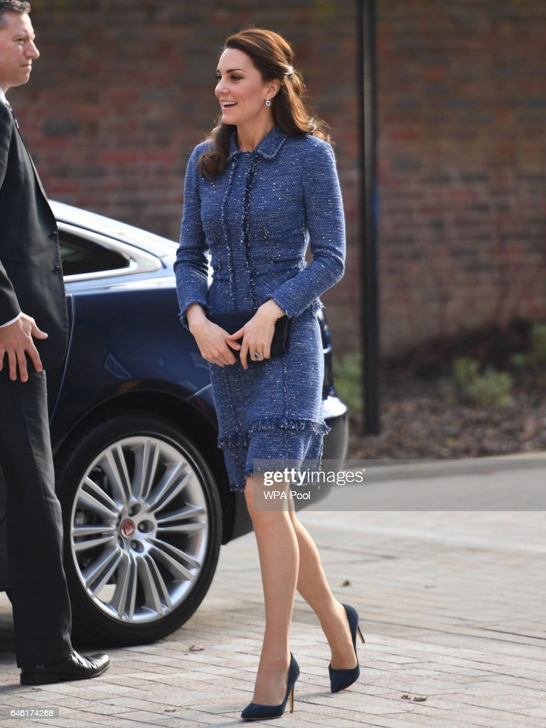 catherine-duchess-of-cambridge-visits-the-ronald-mcdonald-house-in-picture-id646174268