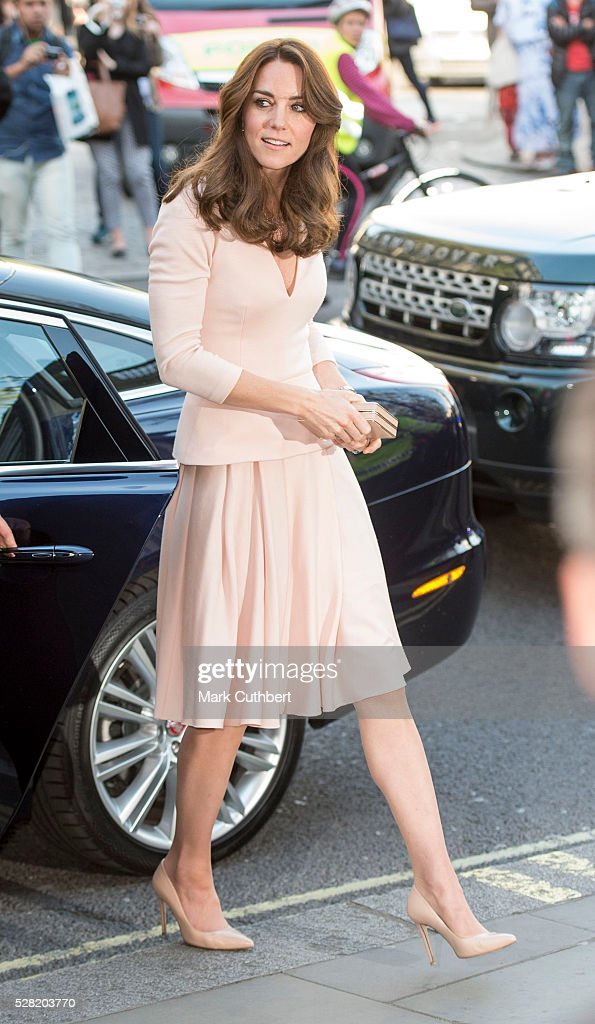<a gi-track='captionPersonalityLinkClicked' href=/galleries/search?phrase=Catherine+-+Duchessa+di+Cambridge&family=editorial&specificpeople=542588 ng-click='$event.stopPropagation()'>Catherine</a>, Duchess of Cambridge visits the 'Vogue 100: A Century Of Style' exhibition at National Portrait Gallery on May 4, 2016 in London, England. The Duchess appears on the cover of the centenary issue in June 2016.