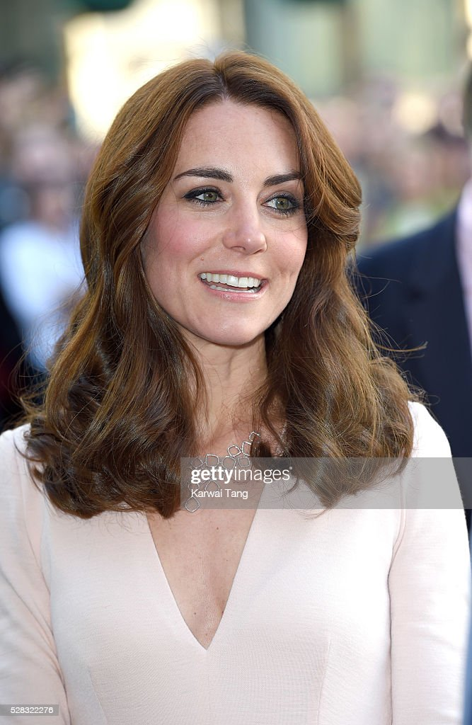 <a gi-track='captionPersonalityLinkClicked' href=/galleries/search?phrase=Catherine+-+Duchesse+de+Cambridge&family=editorial&specificpeople=542588 ng-click='$event.stopPropagation()'>Catherine</a>, Duchess of Cambridge visits the 'Vogue 100: A Century Of Style' exhibition at National Portrait Gallery on May 4, 2016 in London, England. The Duchess appears on the cover of the centenary issue in June 2016.