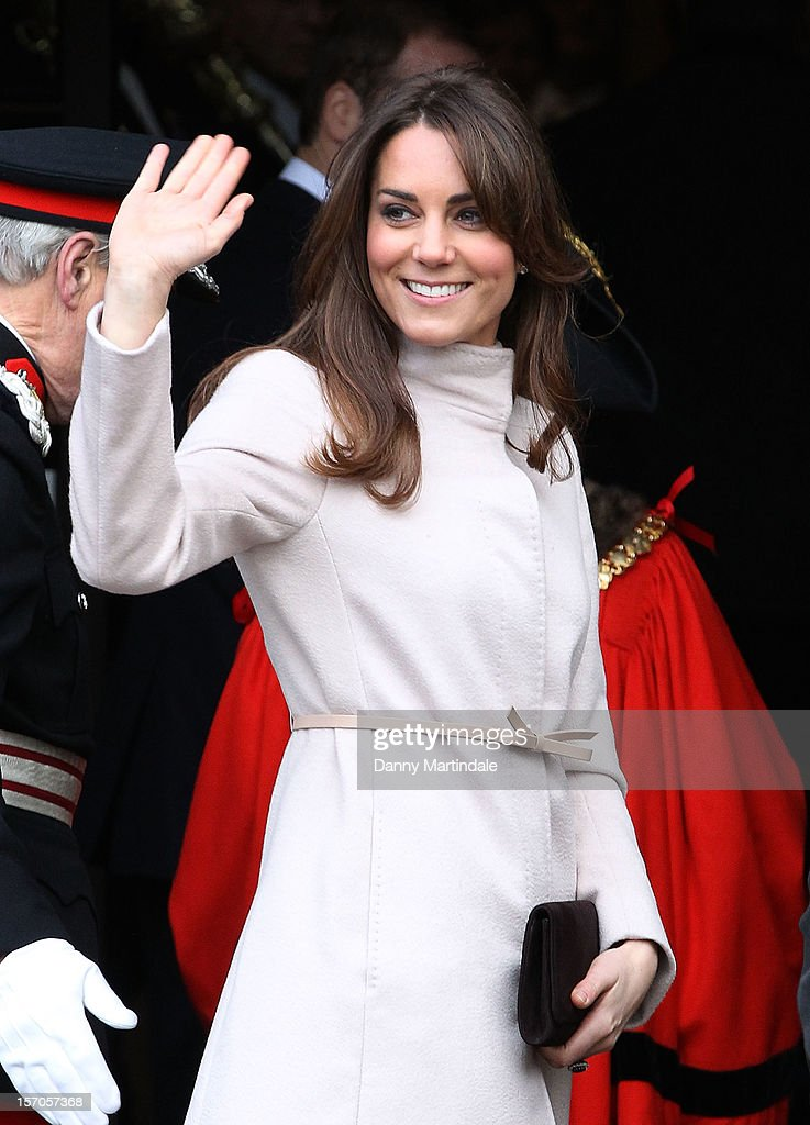 <a gi-track='captionPersonalityLinkClicked' href=/galleries/search?phrase=Catherine+-+Duchess+of+Cambridge&family=editorial&specificpeople=542588 ng-click='$event.stopPropagation()'>Catherine</a>, Duchess of Cambridge waves to the crowds as she arrives at Cambridge Guildhall as she pays an official visit to Cambridge with Prince William, Duke of Cambridge on November 28, 2012 in Cambridge, England.