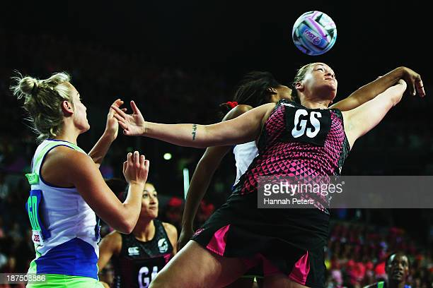 Catherine Latu of New Zealand loses the ball during the semi final match between New Zealand and South Africa on day three of the Fast5 Netball World...