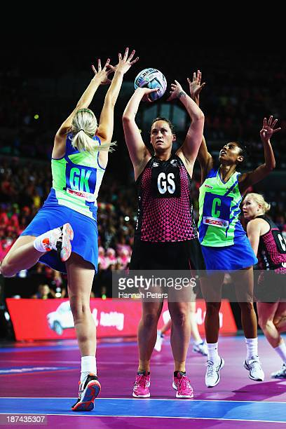 Catherine Latu of New Zealand shoots during the match between New Zealand and South Africa on day two of the Fast5 Netball World Series at Vector...