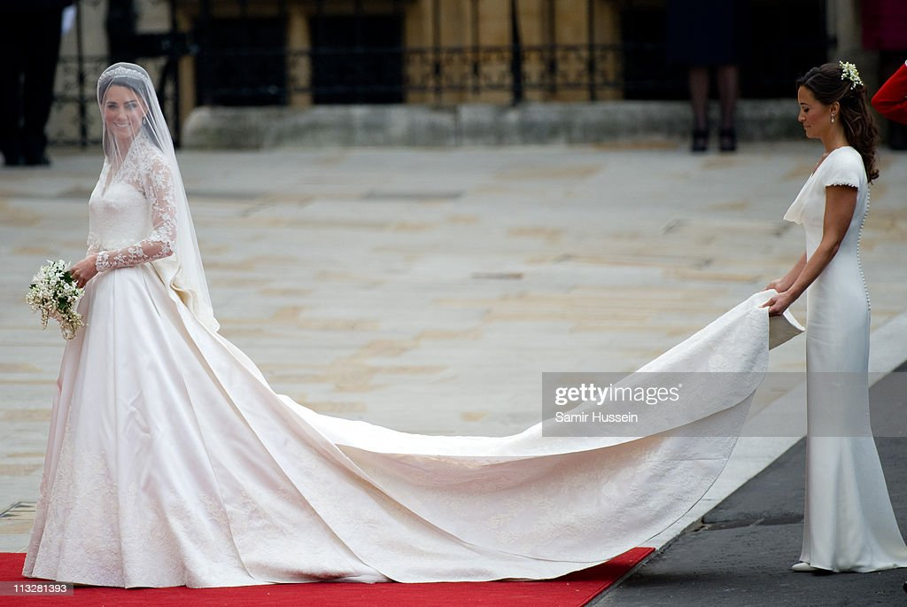Catherine Middleton and her sister and Maid of Honour <a gi-track='captionPersonalityLinkClicked' href=/galleries/search?phrase=Pippa+Middleton&family=editorial&specificpeople=4289296 ng-click='$event.stopPropagation()'>Pippa Middleton</a> (R) arrive for the Wedding of Prince William and Catherine Middleton at Westminster Abbey on April 29, 2011 in London, England.