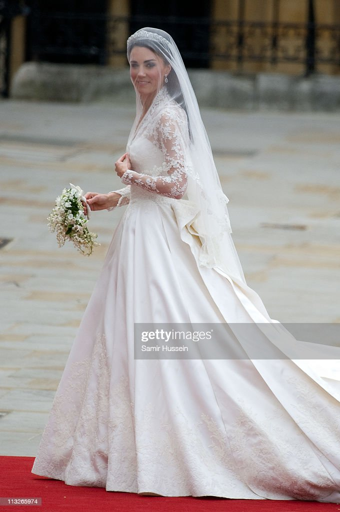 Catherine Middleton arrives for the Wedding of Prince William and Catherine Middleton at Westminster Abbey on April 29, 2011 in London, England.