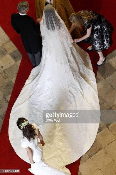 Catherine Middleton arrives with her father Michael at Westminster Abbey ahead her Wedding to Prince William on April 29 2011 in London England The...