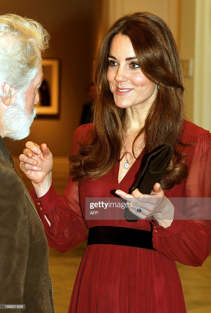Catherine, The Duchess of Cambridge (L) speaks with British artist Paul Emsley after viewing his portrait of her at the National Portrait Gallery in central London on January 11, 2013. This is the first official portrait of the Duchess and was completed after two sittings at the artist's studio and Kensington Palace. AFP PHOTO/POOL/John Stillwell