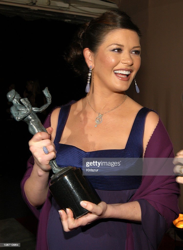 Catherine Zeta-Jones with her award for Outstanding Female Actor in a Supporting Role for 'Chicago'