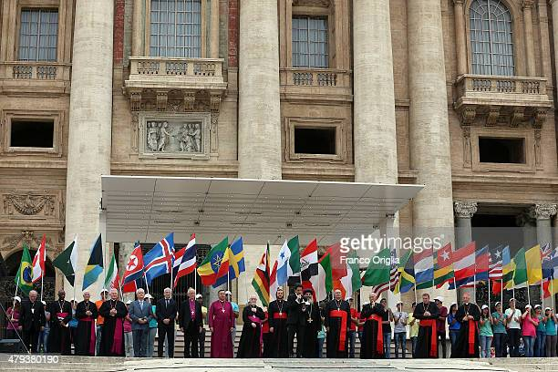 Catholic Anglican Lutheran Coptic and Orthodox attend an audience held by Pope Francis in St Peter's Square for members of the Renewal of the Holy...