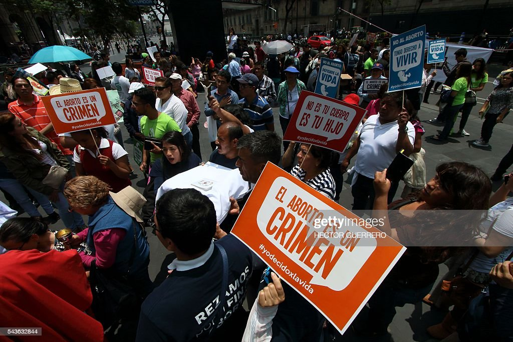 Catholic anti-abortion activists protest as the Supreme Court debates on whether to declare unconstitutional certain points of an abortion which would open a loophole for its gradual decriminalization across the country, in front of the Supreme Court in Mexico City on June 29, 2016. Mexico's Supreme Court debates whether to decriminalize abortion, currently only authorized in Mexico City before 12 weeks of gestation, in the world's second biggest Catholic country. / AFP / Hector GUERRERO