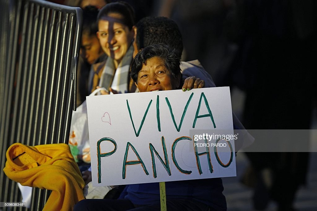 A Catholic faithful holds a sign reading 'Long live Pancho' -Pancho is a nickname for Francis- as she waits for the arrival of Pope Francis in Mexico City on February 12, 2016. Pope Francis will arrive in Mexico on Friday, where he will visit until February 17. AFP PHOTO/ Pedro PARDO / AFP / Pedro PARDO
