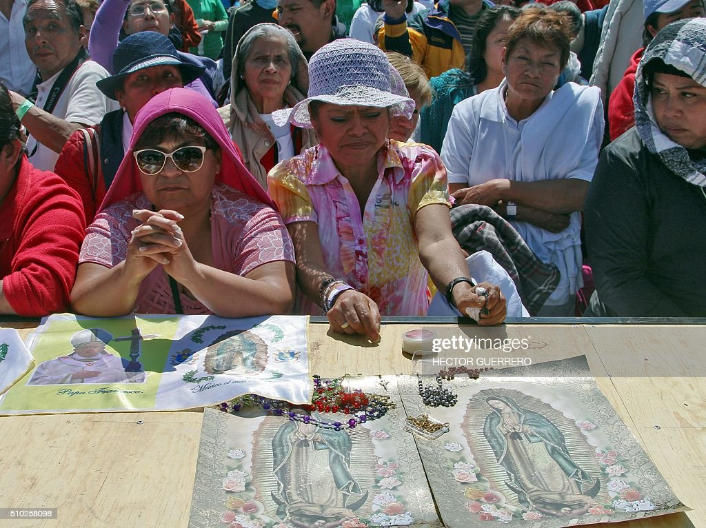 Catholic faithful participate in Pope Francis' open-air mass in Ecatepec --a rough, crime-plagued Mexico City suburb-- on February 14, 2016. Pope Francis urged Mexicans on Sunday to turn their country into a land of opportunity where there is no need to emigrate or mourn victims 'of the merchants of death.' AFP PHOTO/HECTOR GUERRERO / AFP / HECTOR GUERRERO