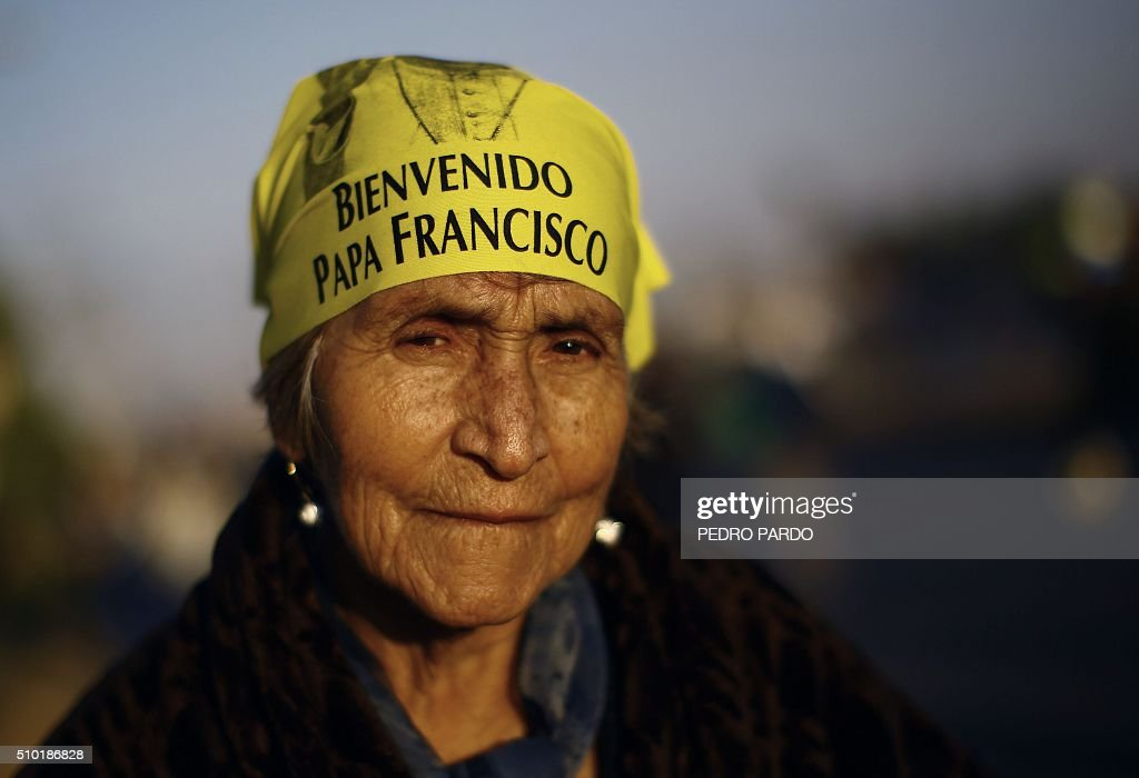 Catholic faithful wait for the arrival of Pope Francis in Ecatepec --a rough, crime-plagued Mexico City suburb-- where he will celebrate an open-air mass, on February 14, 2016. Pope Francis has chosen to visit some of Mexico's most troubled regions during his five-day trip to the world's second most populous Catholic country. AFP PHOTO / PEDRO PARDO / AFP / Pedro PARDO
