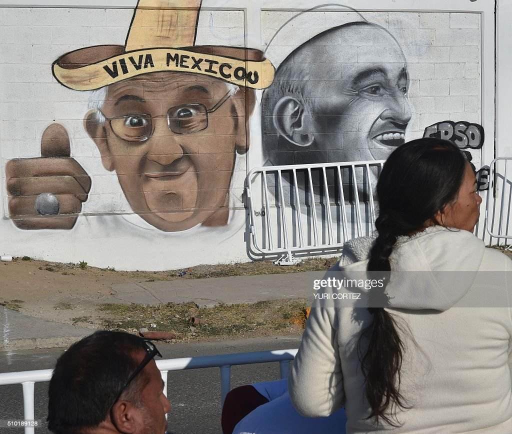 Catholic faithful wait for the arrival of Pope Francis in Ecatepec --a rough, crime-plagued Mexico City suburb-- where he will celebrate an open-air mass, on February 14, 2016. Pope Francis has chosen to visit some of Mexico's most troubled regions during his five-day trip to the world's second most populous Catholic country. AFP PHOTO / YURI CORTEZ / AFP / YURI CORTEZ
