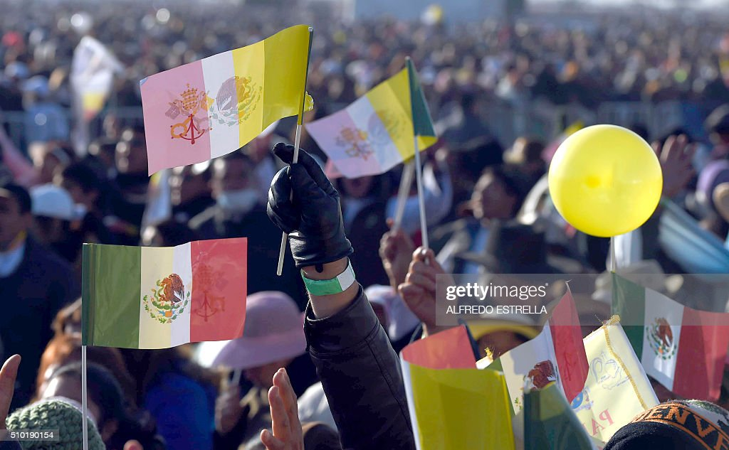 Catholic faithful wait for the arrival of Pope Francis in Ecatepec --a rough, crime-plagued Mexico City suburb-- where he will celebrate an open-air mass, on February 14, 2016. Pope Francis has chosen to visit some of Mexico's most troubled regions during his five-day trip to the world's second most populous Catholic country. AFP PHOTO / ALFREDO ESTRELLA / AFP / ALFREDO ESTRELLA