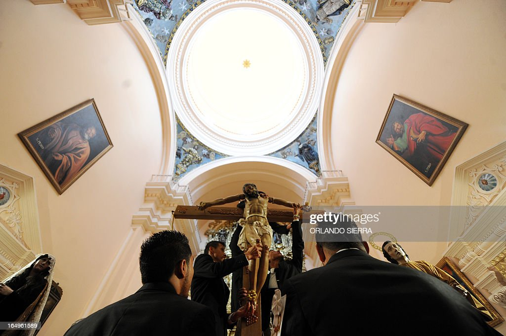 Catholic faithfuls represent the Holy Burial on Good Friday, as part of Holy Week activities, in Tegucigalpa on March 29, 2013. AFP PHOTO/Orlando SIERRA