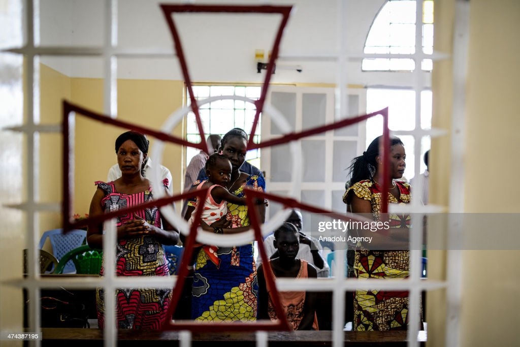 Catholic Sudanese people pray for the peace during the religious ceremony in Juba, South Sudan on February 23, 2014. Due to the conflict between security forces and opposition groups of Riek Machar, thousands of people died and more than 800,000 are displaced.