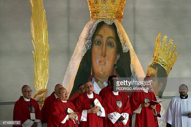 Catholics officiate a mass celebrating the beatification of archbishop Oscar Romero at San Salvador's main square on May 23 2015 Thousands gathered...