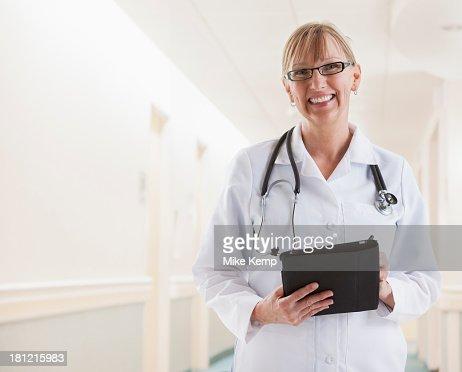 Caucasian doctor smiling : Stock Photo