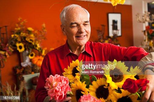 Caucasian florist with bouquet in shop : Stock Photo