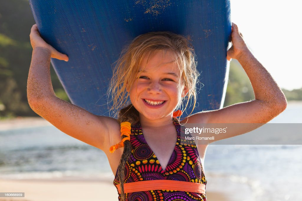 Caucasian girl holding paddle board : Stock Photo