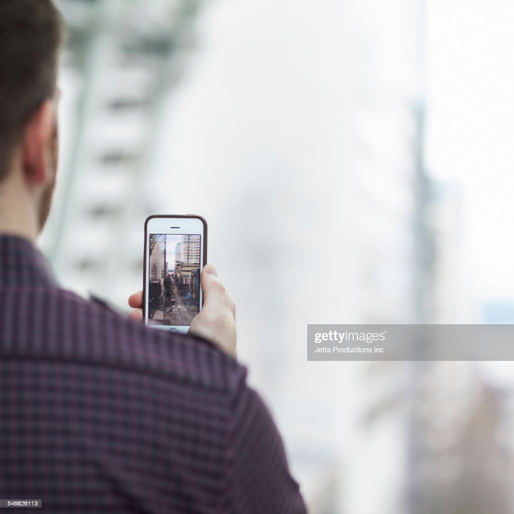 Caucasian man taking cell phone picture : Stock-Foto