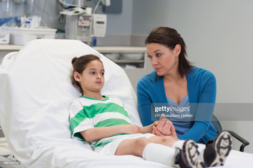 Caucasian mother with injured daughter in hospital : Stock Photo