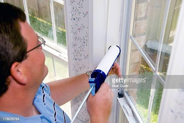 Calfatage/pose de mastic Encadrement de fenêtre