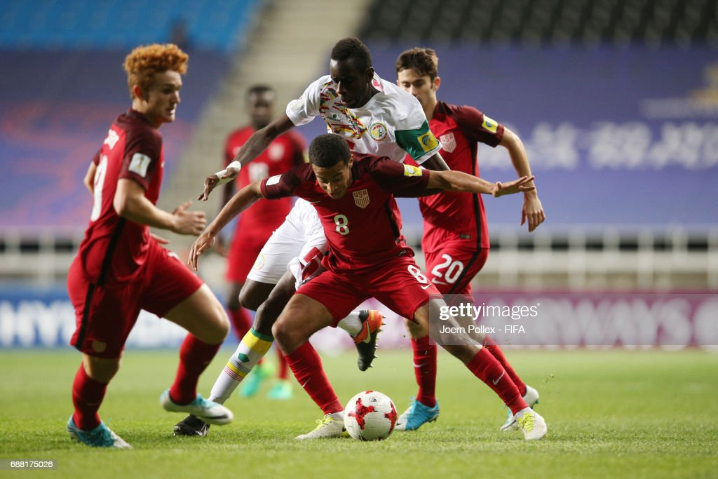 Cavin Diagne of Senegal and Luca de la Torre and Tyler Adams of USA compete for the ball during the FIFA U-20 World Cup Korea Republic 2017 group F match between Senegal and USA at Incheon Munhak Stadium on May 25, 2017 in Incheon, South Korea.