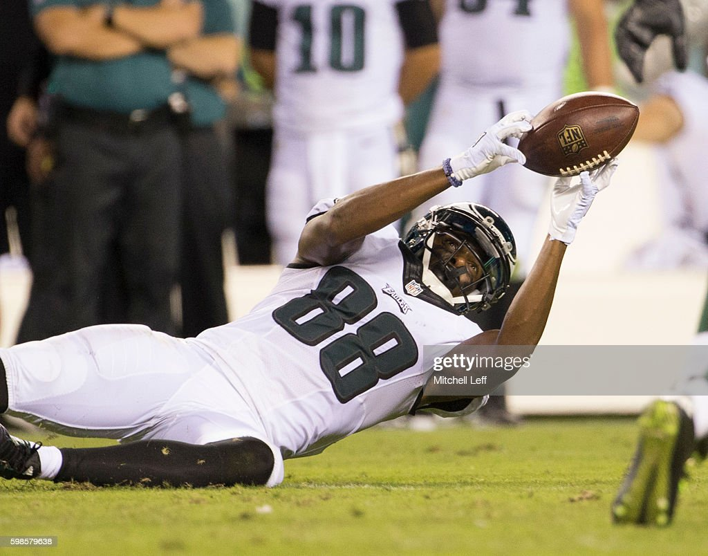 Cayleb Jones #88 of the Philadelphia Eagles makes a catch in the fourth quarter against the Philadelphia Eagles at Lincoln Financial Field on September 1, 2016 in Philadelphia, Pennsylvania. The Eagles defeated the Jets 14-6.