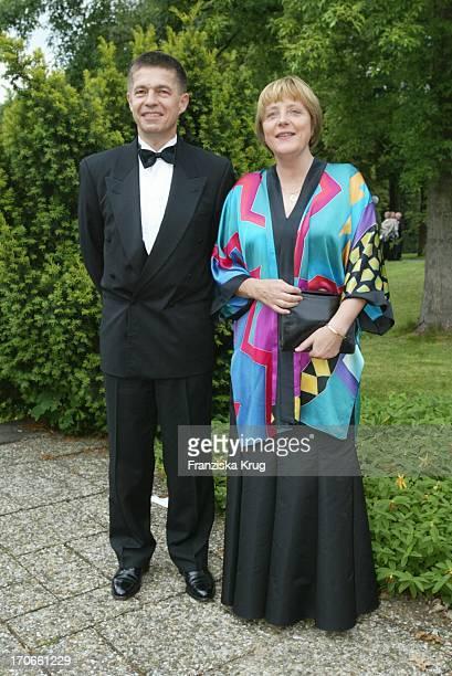 Cdu Politikerin Angela Merkel Mit Ehemann Joachim Sauer Bei Eröffnung Bayreuther Festspiele