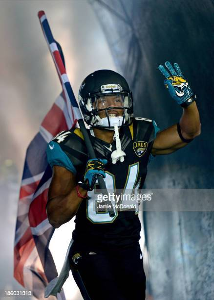 Cecil Shorts III of the Jacksonville Jaguars holds a Union flag ahead of the NFL International Series game between San Francisco 49ers and...