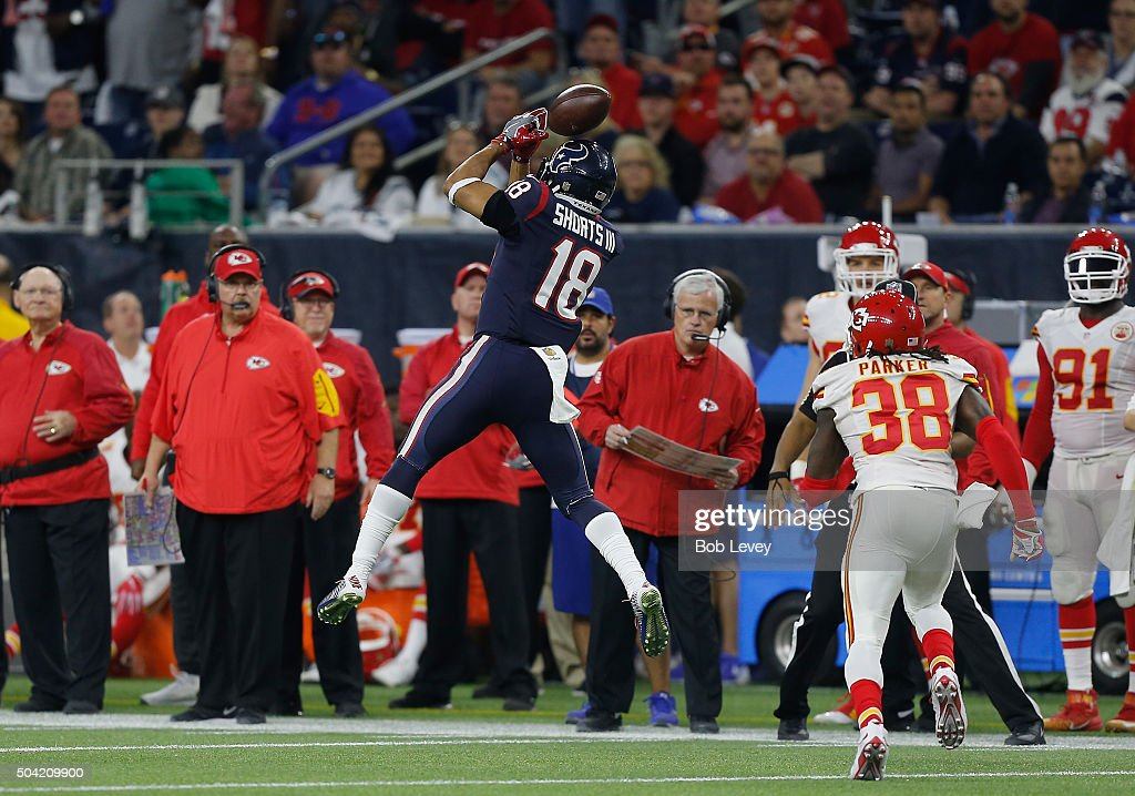 Cecil Shorts #18 of the Houston Texans attempts to catch the ball against the Kansas City Chiefs in the fourth quarter during the AFC Wild Card Playoff game at NRG Stadium on January 9, 2016 in Houston, Texas.