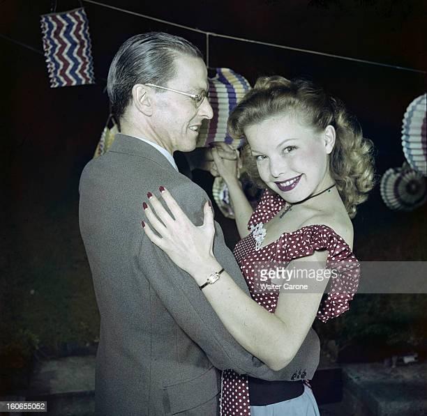 Cecile Aubry At The July 14th Ball Paris 14 juillet 1950 Cécile AUBRY danse avec son père Lucien BENARD dans un bal populaire