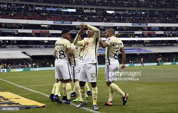 Cecilio Dominguez of America celebrates his goal against Veracruz with his teammates during their match of the Mexican Soccer Apertura 2017...
