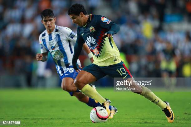 Cecilio Dominguez of America struggles for the ball with Victor Guzman of Pachuca during the 2nd round match between Pachuca and America as part of...