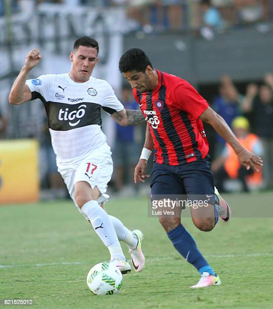 Cecilio Dominguez of Cerro Porteño and Jorge Mendieta of Olimpia fight for the ball during a match between Olimpia and Cerro Porteño as part of the...
