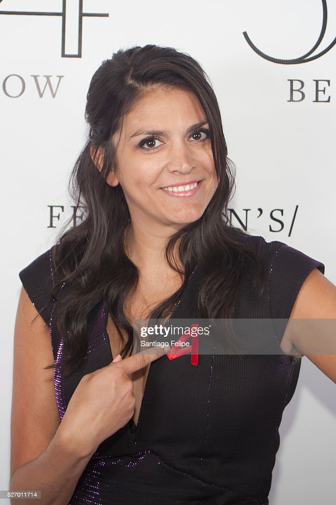 <a gi-track='captionPersonalityLinkClicked' href=/galleries/search?phrase=Cecily+Strong&family=editorial&specificpeople=9951067 ng-click='$event.stopPropagation()'>Cecily Strong</a> attends Broadway Acts For Women: A Star-Studded Night Of Karaoke And Comedy at 54 Below on May 1, 2016 in New York City.