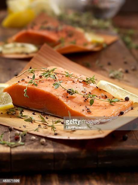 Saumon enveloppé de cèdre