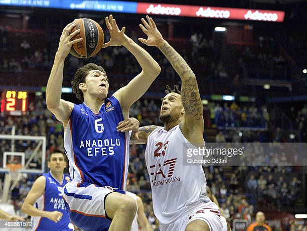 Cedi Osman #6 of Anadolu Efes Istanbul competes with Daniel Hackett #23 of EA7 Emporio Armani Milan during the Euroleague Basketball Top 16 Date 6...