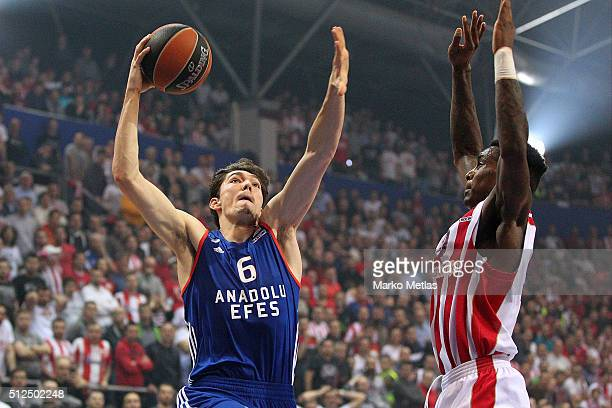 Cedi Osman #6 of Anadolu Efes Istanbul competes with Quincy Miller #30 of Crvena Zvezda Telekom Belgrade during the 20152016 Turkish Airlines...